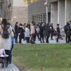 Clamor contra el mercado negro de citas para renovar los permisos de migrantes